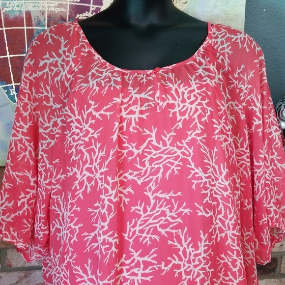 Daisy Fuentes Tops - Daisy Fuentes 3X coral sheer print top with tank